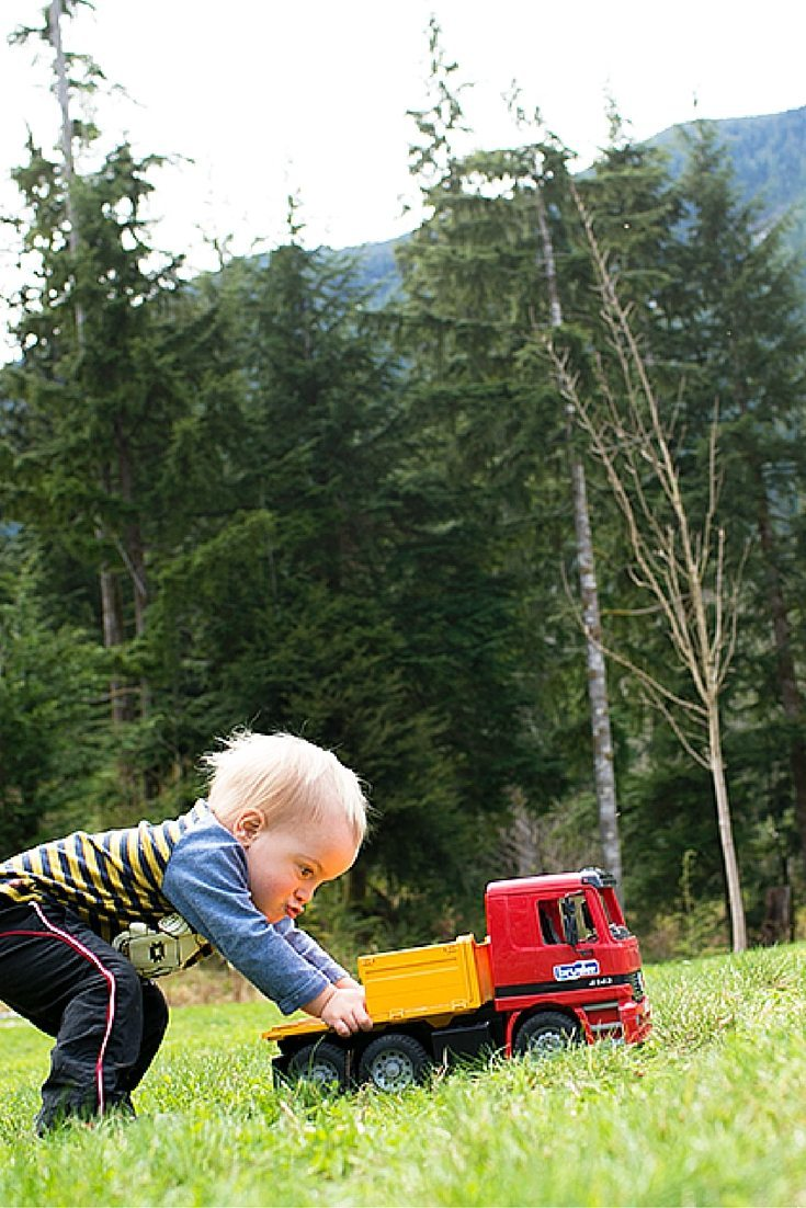 Easy and Inexpensive Montessori Infant & Toddler Activities