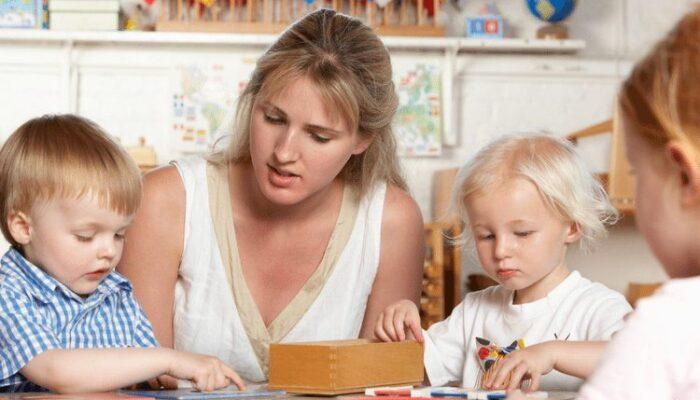 How to Observe Children in a Montessori Classroom