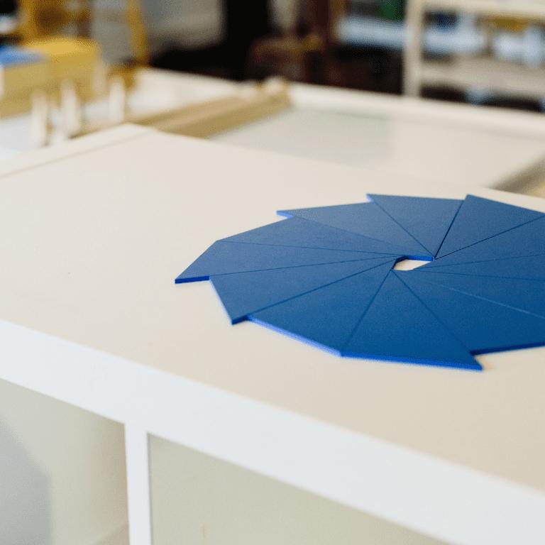 Montessori Sensorial - Pinwheel Triangle Box