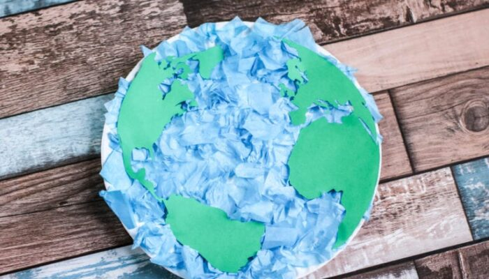 How To Make An Easy Paper Plate Earth with Kids